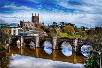 Hereford Cathedral over old bridge